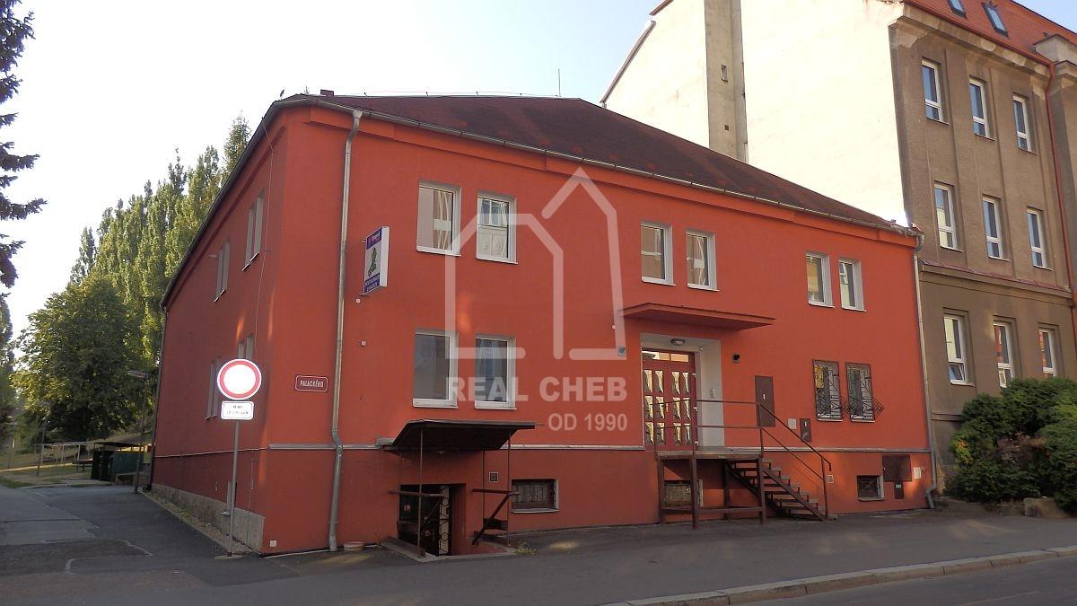 Víceúčelový objekt– občanská vybavenost + parkoviště vChebu, Palackéhoul.