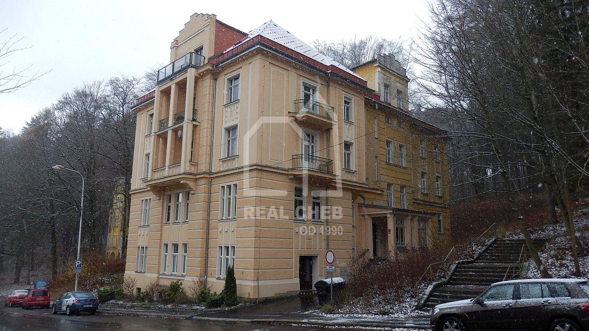 Atraktivní byt 2+1vlázeňském centru Mariánských Lázní, Ruskául.