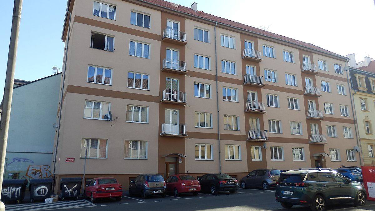 Pronájem nově opraveného bytu1+kk vChebu, ul. Na Hradčanech