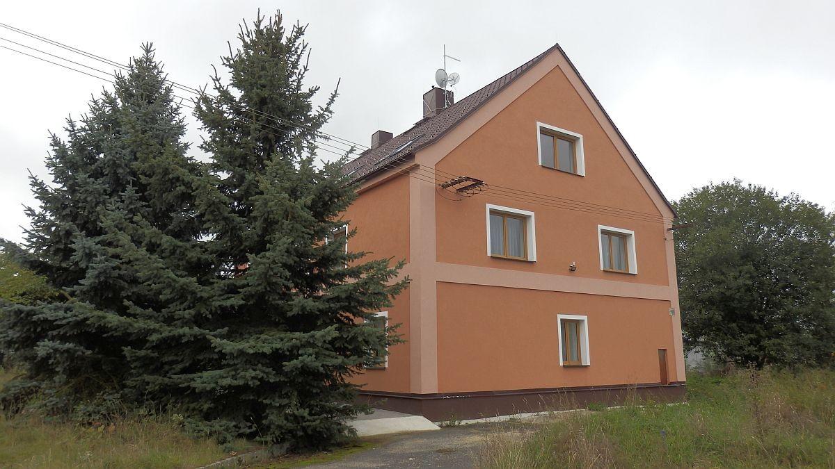 Pronájem ubytovacího zařízení– penzionu vChebu, Dolních Dvorech.
