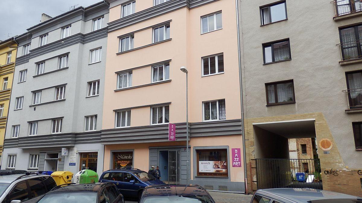 Pronájem velkometrážního, podkrovního bytu2+kk vcentruChebu, Mánesověul.