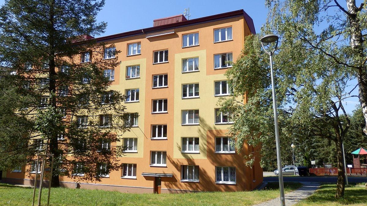 Dlouhodobý pronájem pěkného, opraveného bytu1+3vAši, Mikulášskéul.