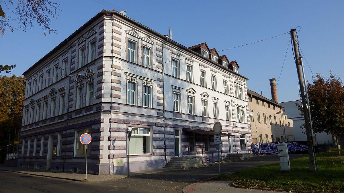 Pronájem nebytového– obchodního prostoru č. 3vadministrativní budově vChebu, Havlíčkověul.