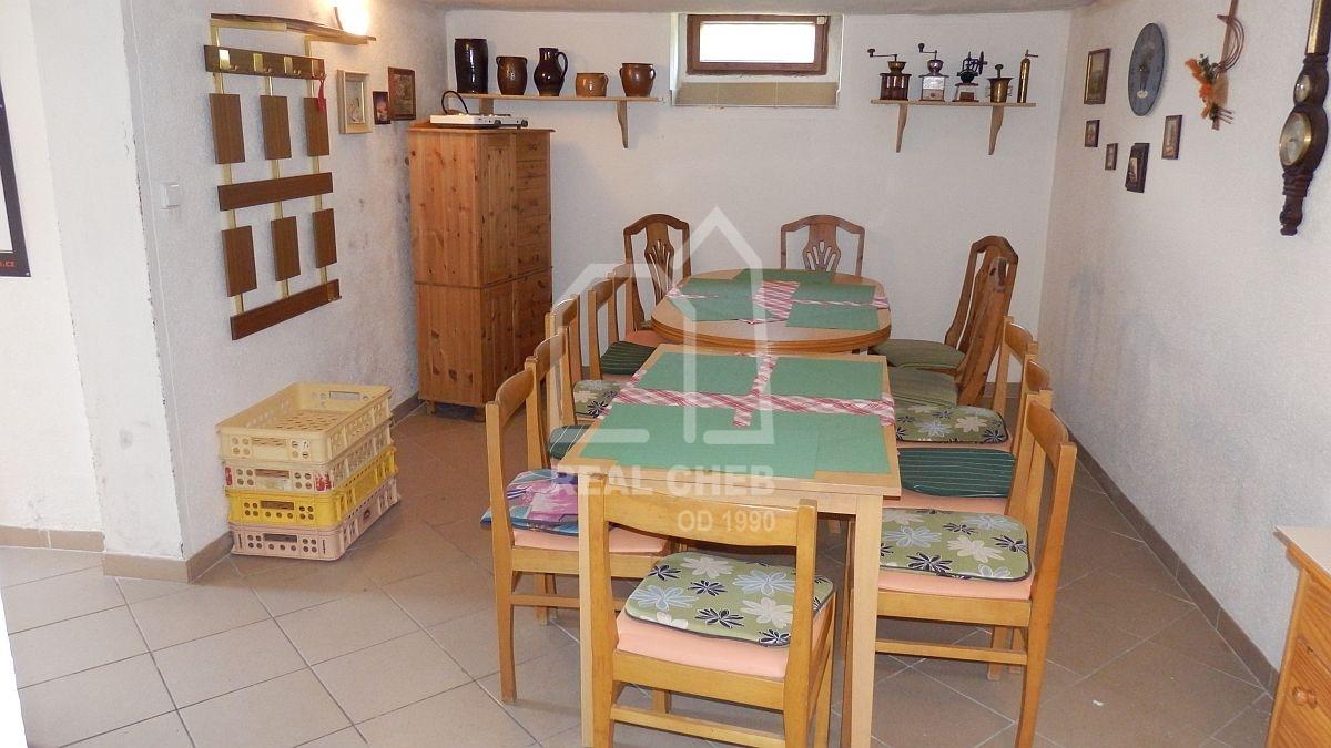 Prostorný rodinný dům sdvougaráží a zavedená pizzerie vPlesné uChebu.  , Plesná, Nad Rybníkem 119