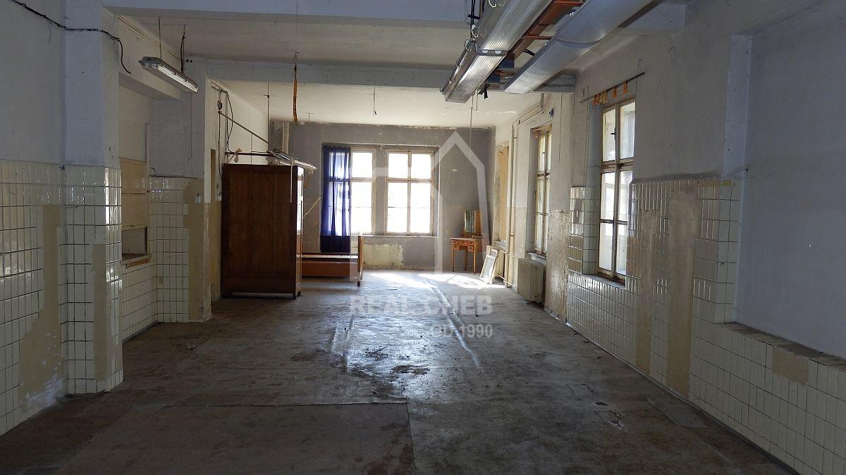 Administrativní budova svelkým pozemkem vRotavě, Nejdeckéul.  , Rotava, Nejdecká 202