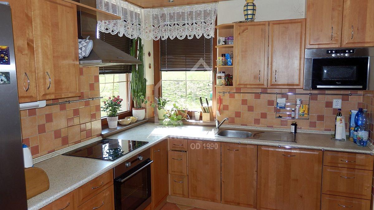 Prostorný rodinný dům sdvougaráží a velkou zahradou vPlesné uChebu.  , Nad Rybníkem 119, Plesná