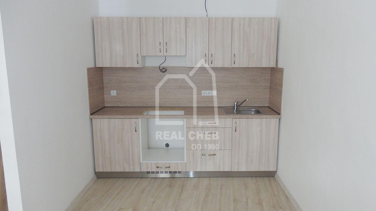 Pronájem nového bytu1+kk vcentruChebu, Dlouhá ul.  , Cheb, Dlouhá 10