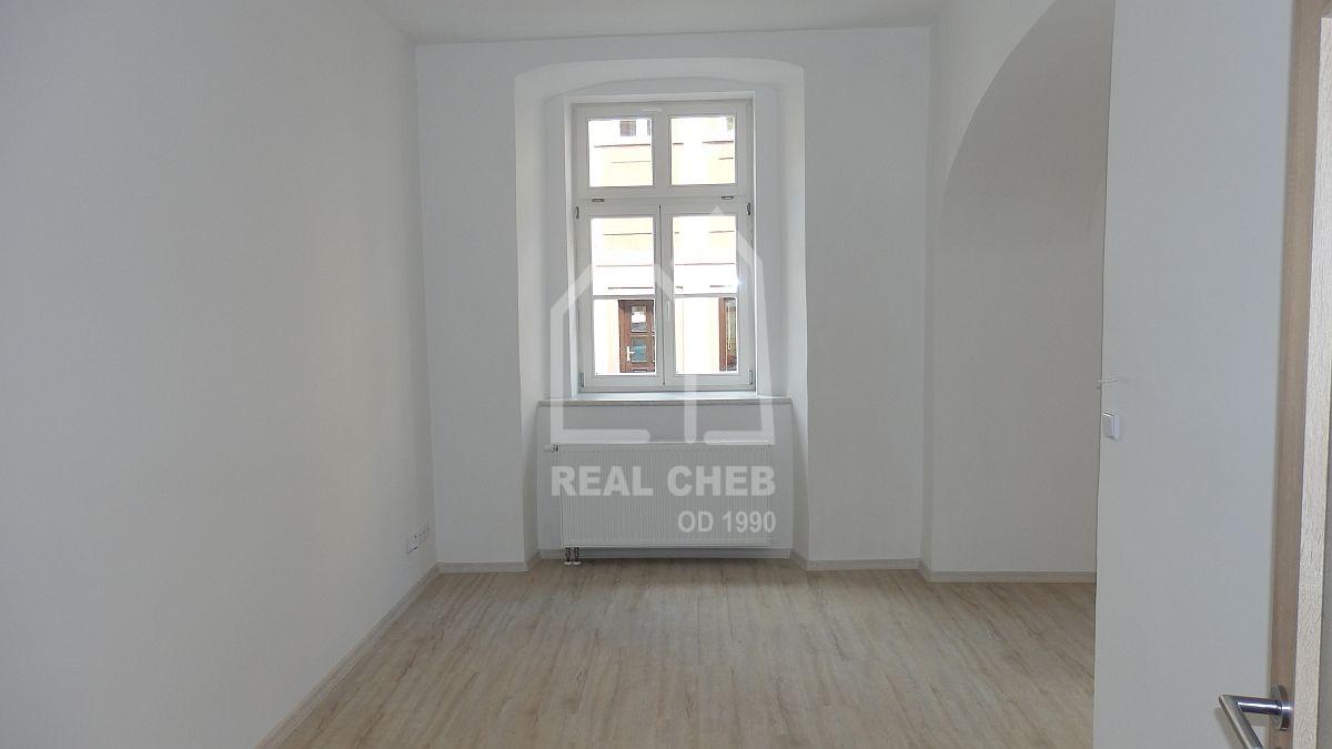 Pronájem nového bytu2+kk vcentruChebu, Dlouhá ul.  , Cheb, Dlouhá 10