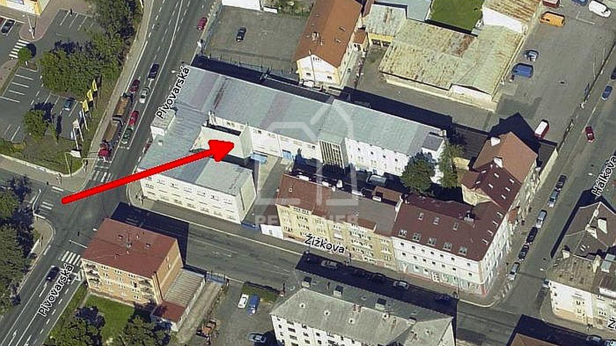 Komerční, multifunkčí objekt sparkovištěm a manipulační plochou vChebu, Žižkověul.  , Cheb, Žižkova 618/32