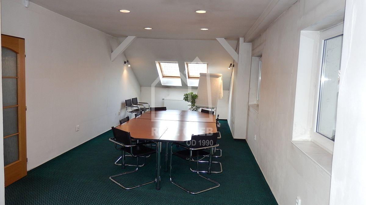 Pronájem kancelářských prostor vadministrativní budově vChebu, Havlíčkověul.  , Cheb, Havlíčkova 1803/2