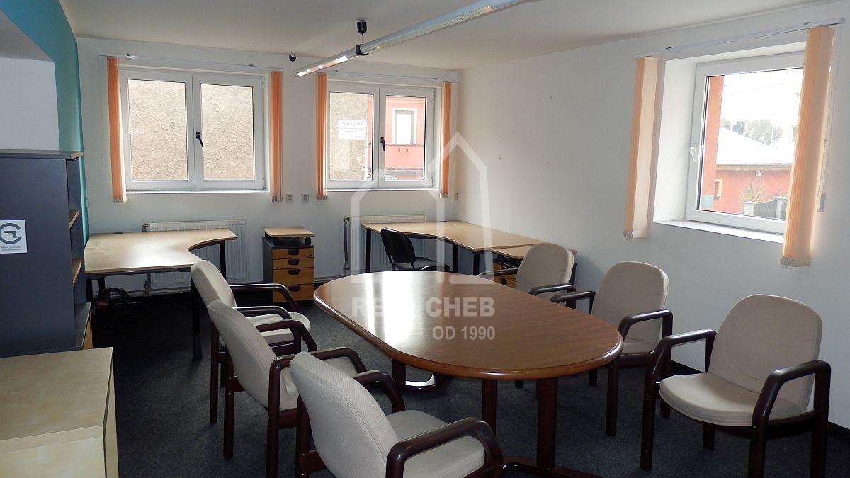 Dlouhodobý pronájem prostorného bytu3+kk vcentruChebu, ul. Svobody.  , Cheb, Svobody 1572/24