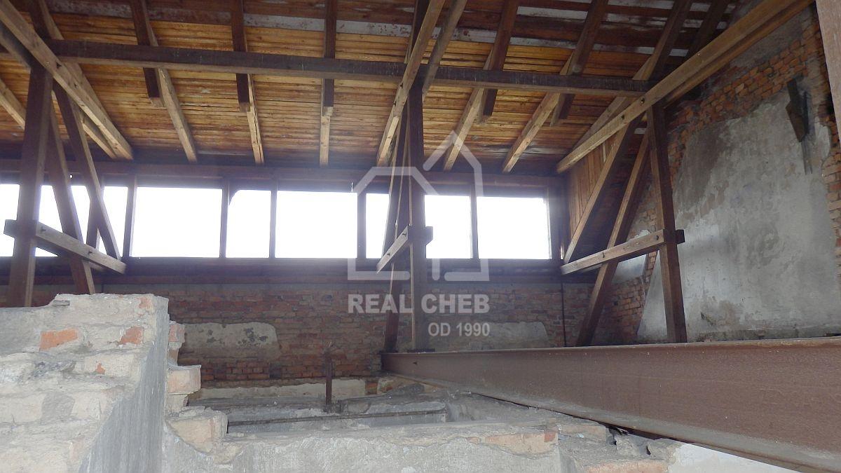 Dům snebytovými prostory vSokolově, Nádražní ul.  , Nádražní 334, Sokolov