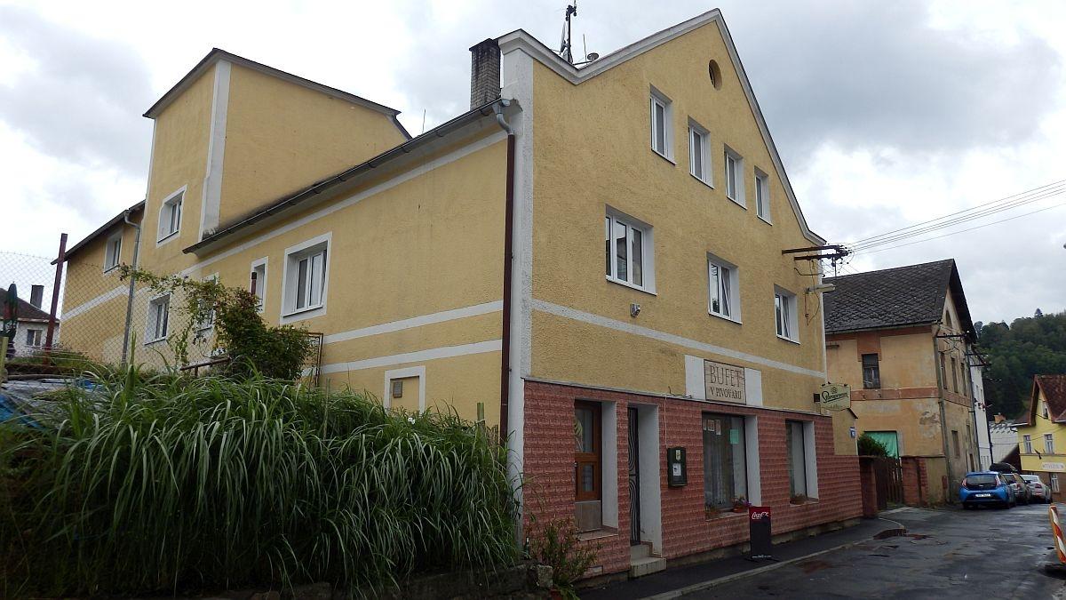 Dům s5 byty, restaurací a nebytovým prostorem vcentru Bečova, Nádražníul.  , Nádražní 138, Bečov nad Teplou