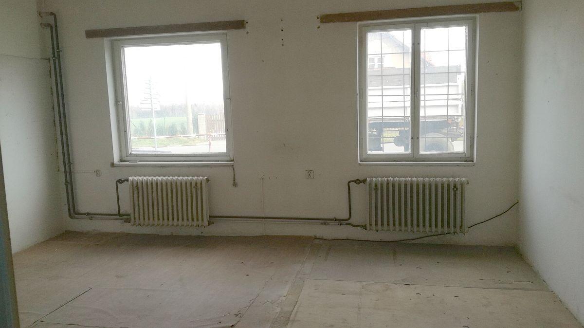 Pronájem skladových, výrobních, případně obchodních prostor vLipové uChebu.  , Cheb, Lipová 133