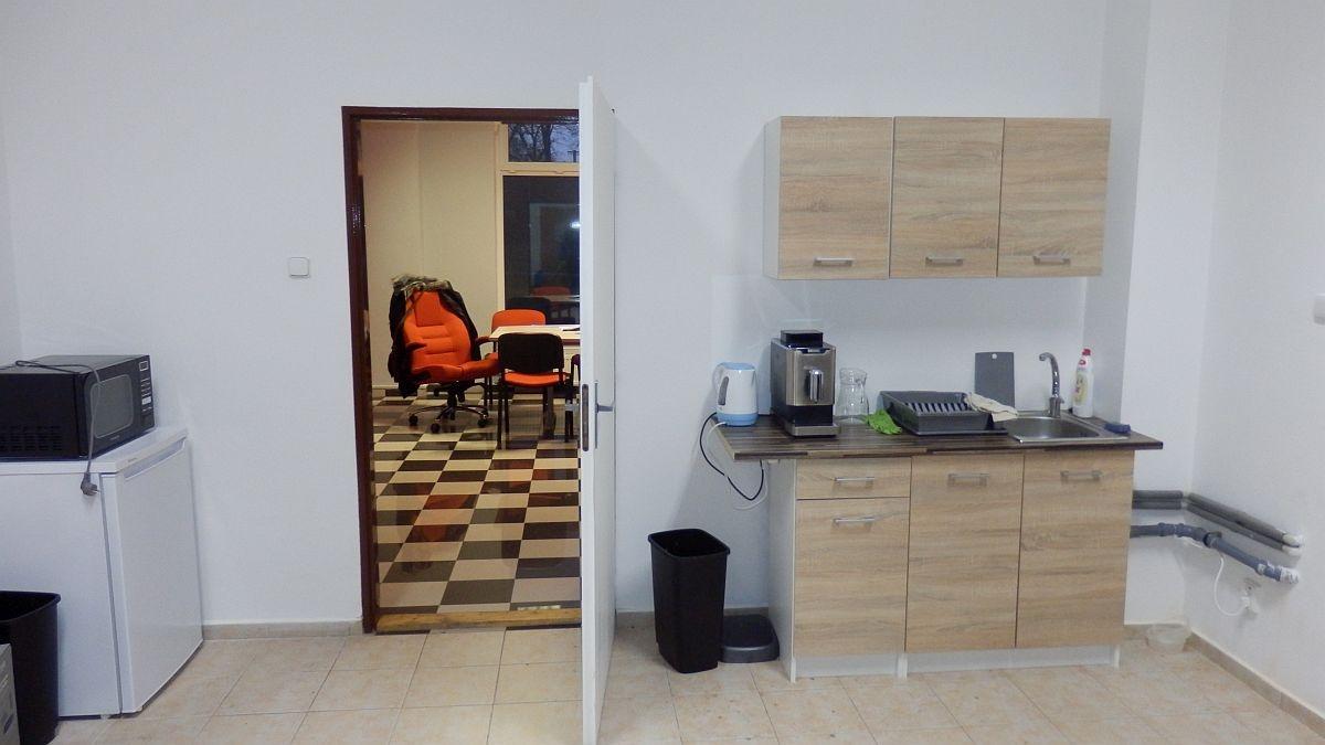 Pronájem nebytového– obchodního prostoru vadministrativní budově vChebu, Havlíčkověul.  , Cheb, Havlíčkova 1803/2