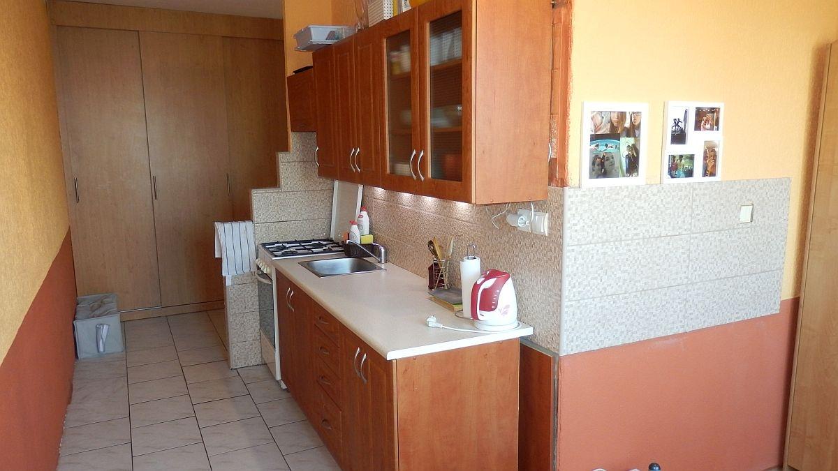 Dlouhodobý pronájem částečně zařízeného bytu2+1vChebu, ul. Stavbařů.  , Stavbařů 1378/8, 350 02 Cheb