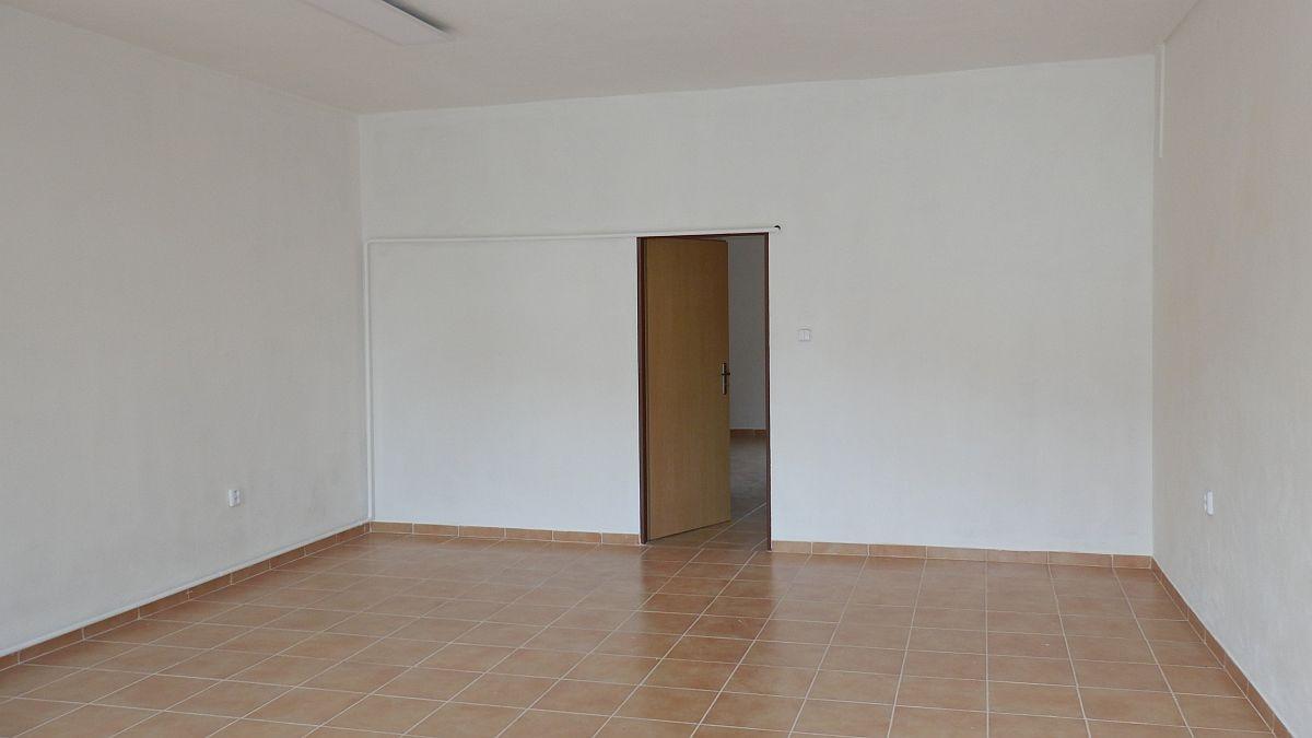 Pronájem nebytového, obchodního prostoru vcentruChebu, Dlouhául.  , Dlouhá 26/32, 350 02 Cheb