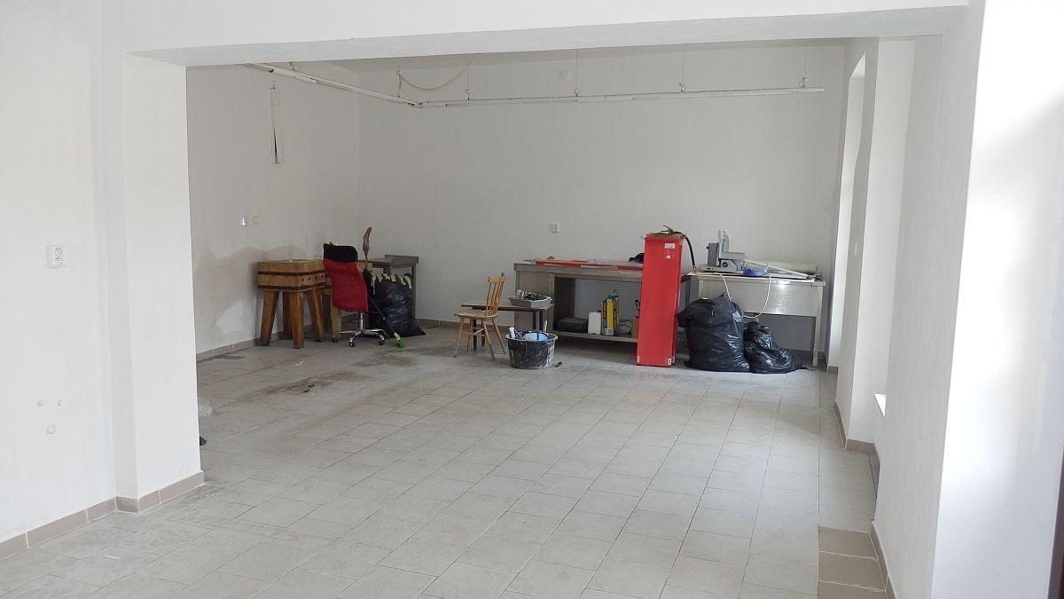 Pronájem obchodního prostoru vcentruChebu, Dlouhául.  , Dlouhá 26/32, 350 02 Cheb