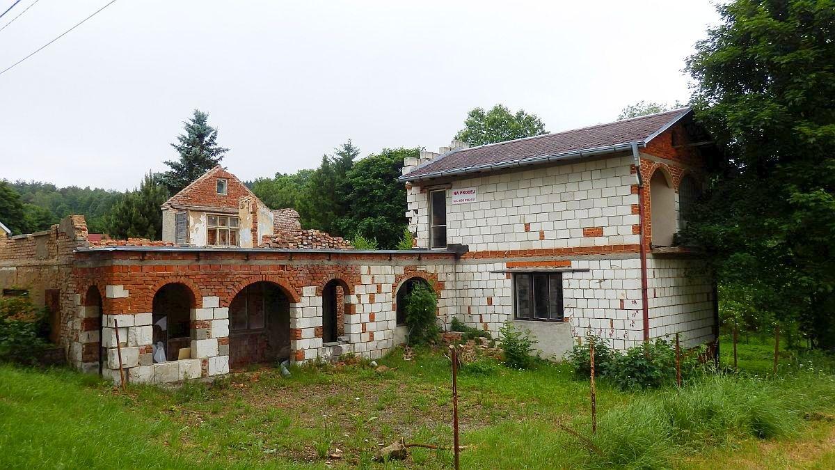 Stavební pozemek sčástečně využitelnou stavbou, ve Vernéřově uAše.  , Vernéřov 43, 352 01 Aš - Vernéřov