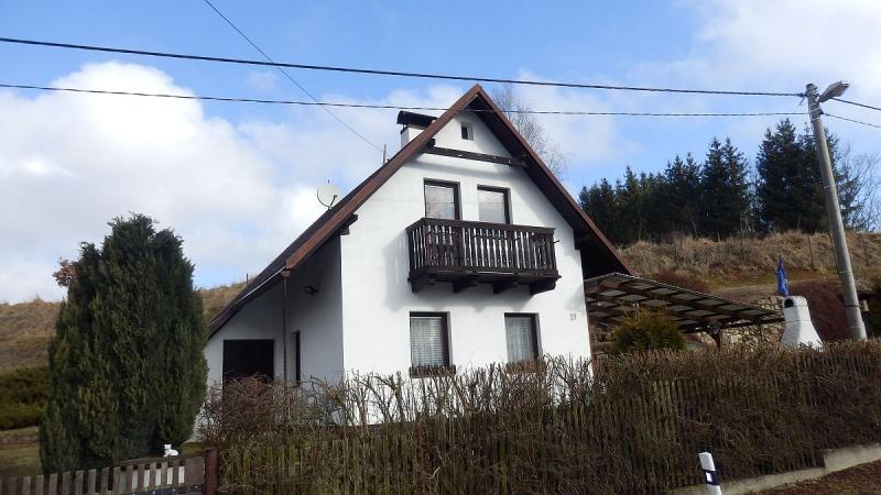 Rekreační chatakceloročnímu bydlení vÚbočí uDolního Žandova. <span>Úbočí č.e. 19</span>