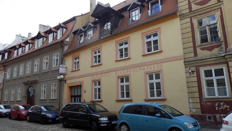 Pronájem nového bytu1+kk vcentruChebu, Dlouhá ul.