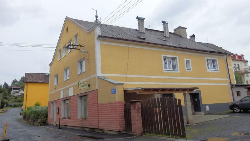 Dům s5 byty, restaurací a nebytovým prostorem vcentru Bečova, Nádražníul.