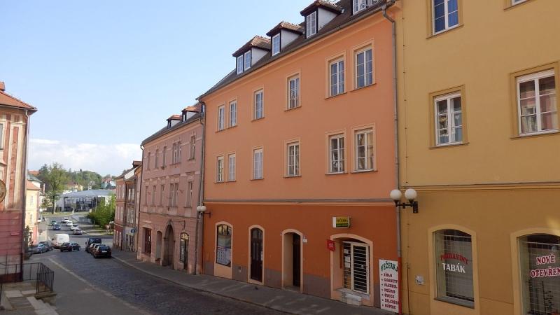 Prostorný byt 2+1vhistorickém centruChebu, Kamennául.