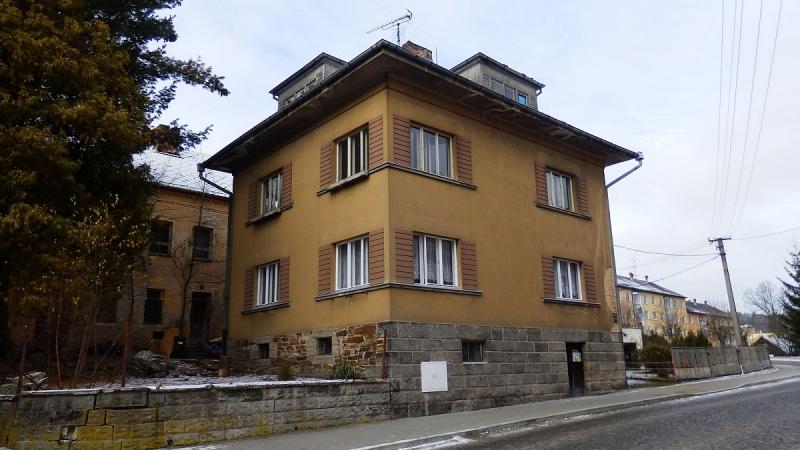 Prvorepubliková vila sedvěma byty 1+2vLubech uChebu