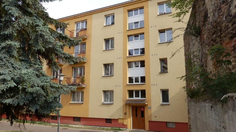 Pronájem pěkného bytu1+1vrozšířeném centruChebu, na Kasárním náměstí.