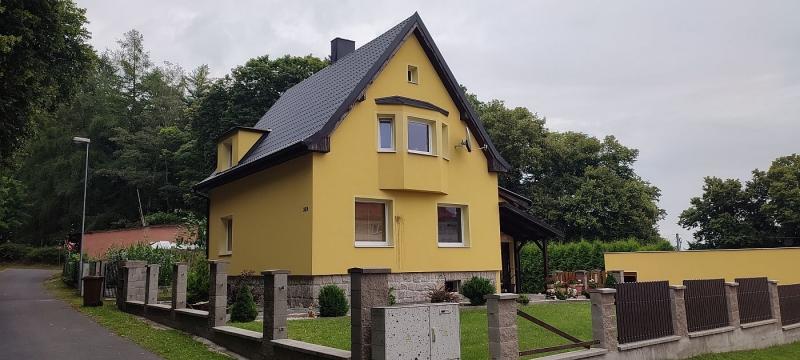 Pronájem zařízeného rodinného domu4+1ve Skalné, ul. Za Školou.