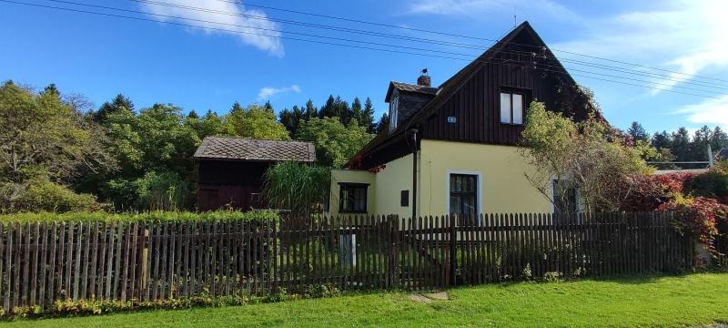 Rodinný dům svelkou zahradou, Pastviny uStudánky.
