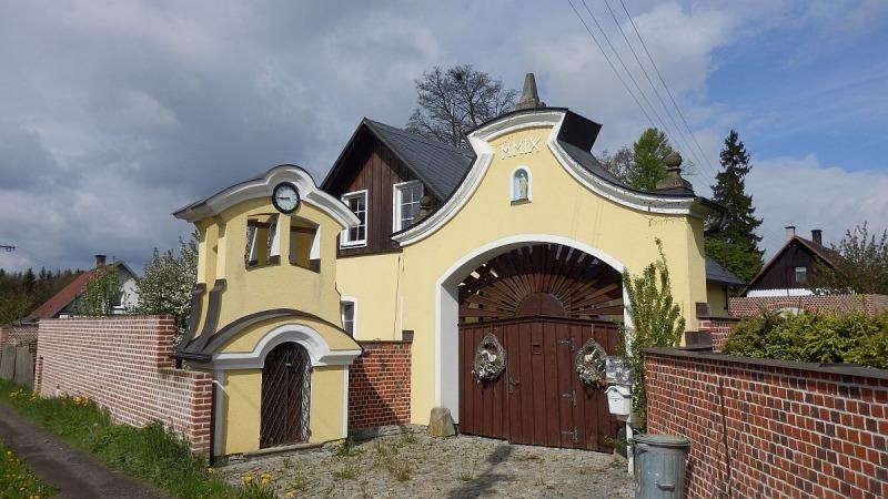 Stylový rodinný dům skapličkou a altánem vKrásňanech uHranic <span>Krásňany 481</span>